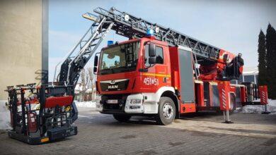 Photo of Nowy wóz strażacki w piotrkowskiej PSP. To wyczekiwana od dawna 42-metrowa drabina