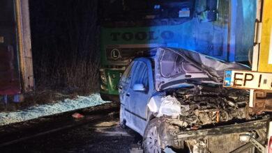 Photo of Wypadek na DK74 w Jaksonku. Zderzyło się 5 pojazdów, 3 osoby są ranne