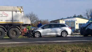 """Photo of W Poniatowie """"wahadło"""" po zderzeniu trzech aut"""