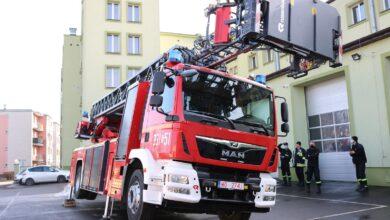 Photo of Nowy wóz strażacki w piotrkowskiej PSP. Zdjęcia i film 42-metrowej drabiny
