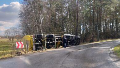 Photo of Ciężarówka wpadła do rowu