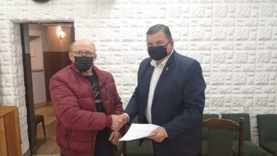 """Photo of Rozprza: Pierwsze umowy na wymianę """"kopciuchów"""" podpisane"""