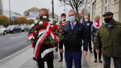 Photo of Lewica złożyła kwiaty pod tablicą Kazimierza Szmidta – ZDJĘCIA, FILM