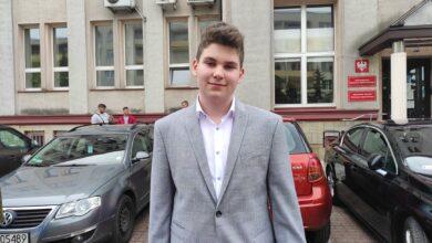 Photo of Kierowca autobusu MZK zasłabł, a 14-latek unieruchomił pojazd. Młody bohater nagrodzony!