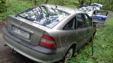 Photo of Rozbił skrzynkę elektryczną jadąc samochodem bez prawa jazdy, ale za to z promilami!