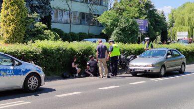 Photo of Motocykl wpadł na osobówkę. Kierowca jednośladu trafił do szpitala