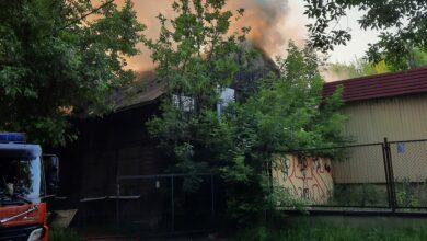 Photo of Palił się pustostan przy Garbarskiej w Piotrkowie – FILM
