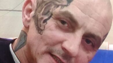 Photo of Poszukiwany podejrzewany o morderstwo. Na twarzy ma charakterystyczny tatuaż