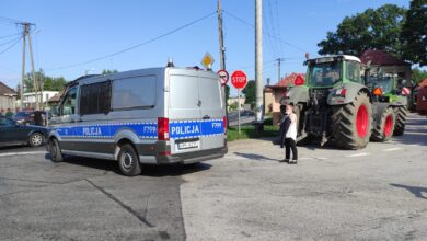 Photo of Starcie policjantów z rolnikami w Srocku. Policja użyła gazu łzawiącego – ZDJĘCIA, FILM