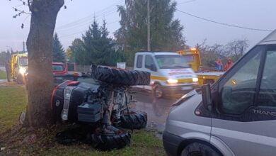 Photo of Traktor przewrócił się po zderzeniu z busem