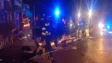 Photo of Pijany 23-latek zakończył szaleńczą jazdę na latarni i bramie