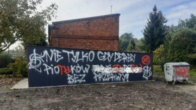 Photo of Pseudokibice zniszczyli garaż strażaków z Moszczenicy