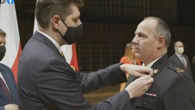 Photo of Rzecznik prasowy piotrkowskich strażaków odznaczony Brązowym Krzyżem Zasługi